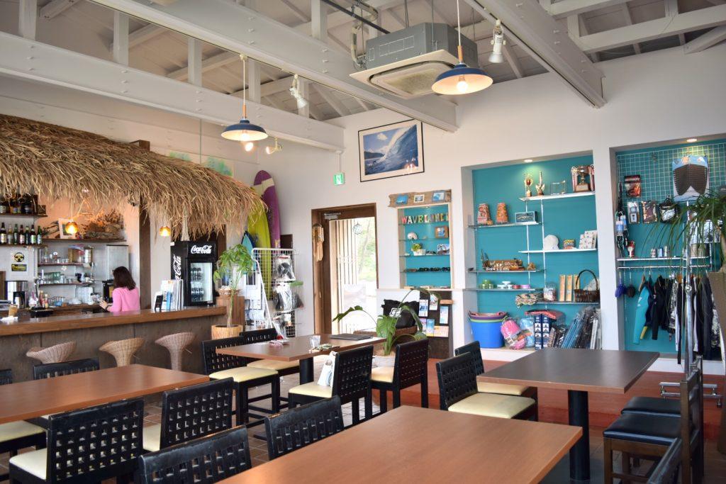 海を身近に感じれるカフェ「WAVE LUNCH」