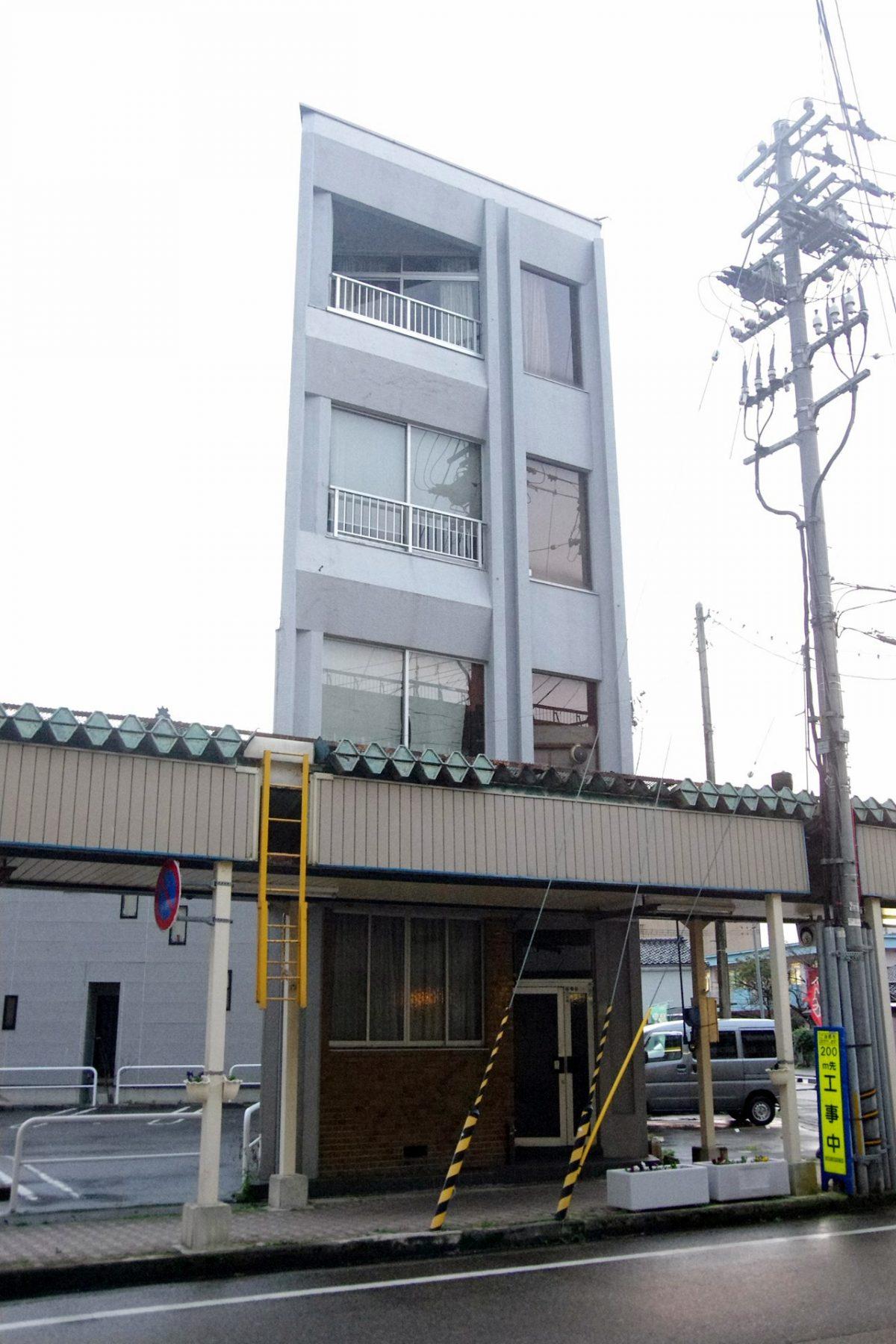 【中央町】商店街のど真ん中にあるタワー型住宅