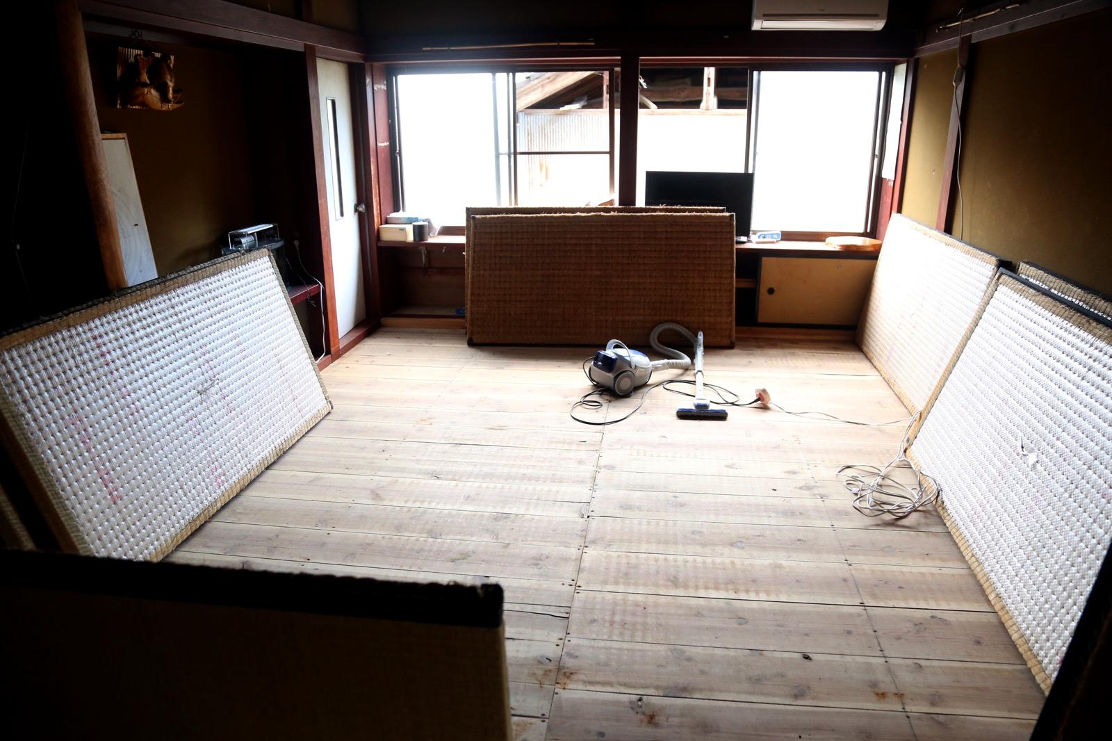 居間の畳剥がし